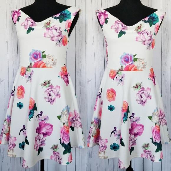 1398a49ede6 ... Floral Off Shoulder White Dress. M 5ba062e32e1478c30b3d78cf